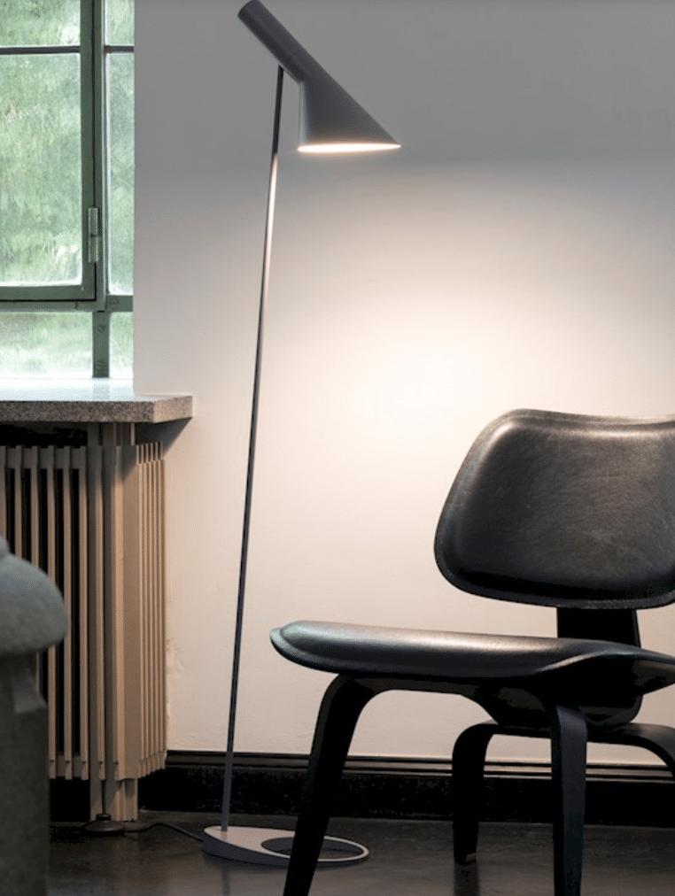 Louis Poulsen - AJ - Arne Jacobsen - Et La Lumiere